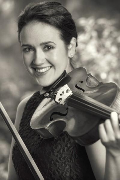 Julia Deyneka, Viola