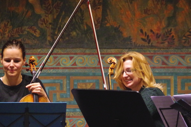 Proben 19.09.2016 - Béatrice Muthelet (Viola) und Rachel Roberts (Viola) (Foto: Christine Tröger)