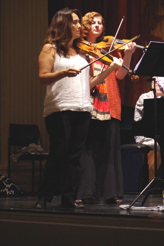 Proben 19.09.2016 - Eszter Haffner (Violine) und Natalia Prishepenko (Violine) (Foto: Christine Tröger)