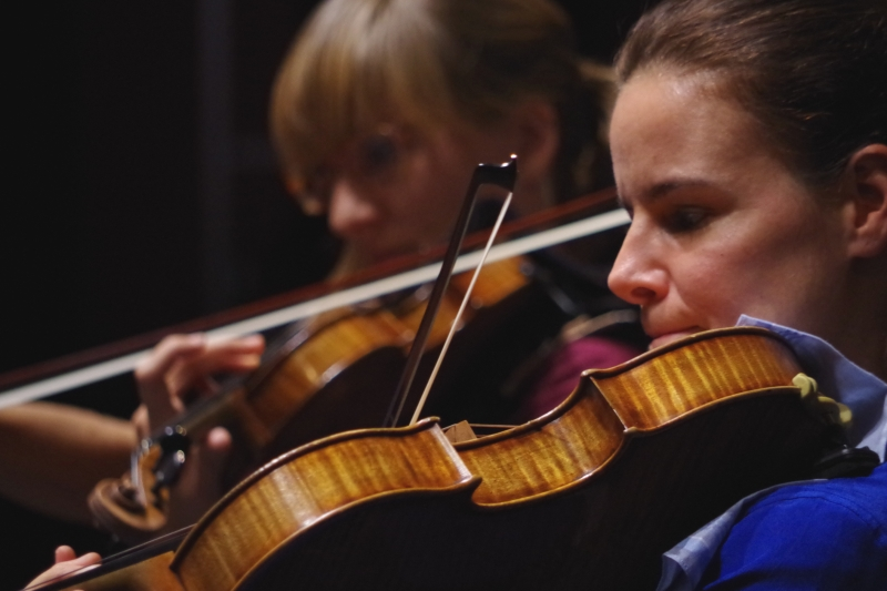 20.09.2016 - Proben: Eriikka Maalismaa (Violine) und Béatrice Muthelet (Viola) (Foto: Christine Tröger)