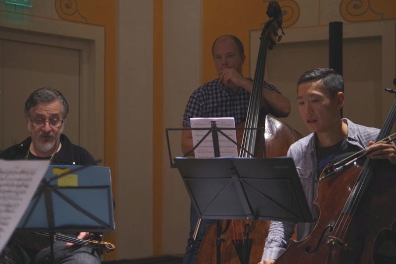 20.09.2016 - Proben: Vladimir Mendelssohn (Viola), Gunars Upatnieks (Kontrabass) und Trey Lee (Violoncello) (Foto: Christine Tröger)