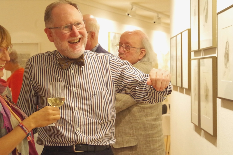 20.09.2016 - Abendessen bei Baurs: Gastgeber Heinrich Baur erläutert dynamisch Grafiken an den Wand. (Foto: Christine Tröger)