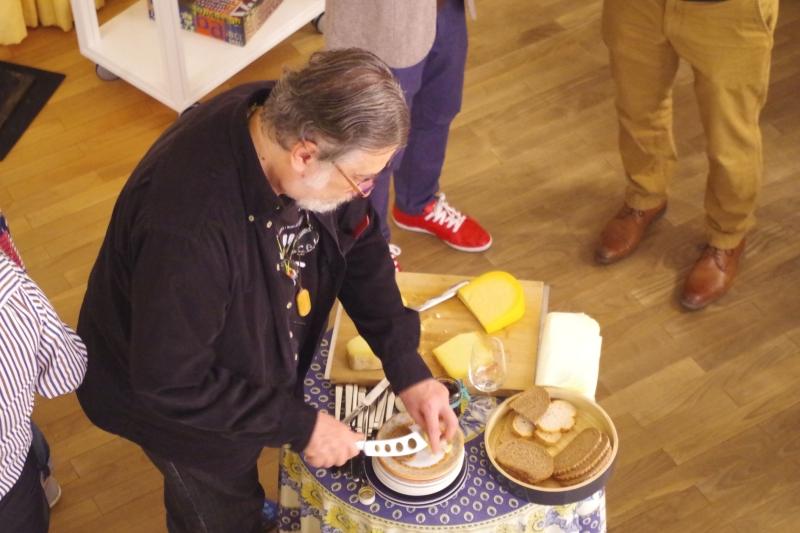 20.09.2016 - Abendessen bei Baurs: Vladimir Mendelssohn beim Käse-Gang. (Foto: Christine Tröger)