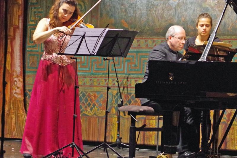 21.09.2016 - Konzert: Der Konzertabend beginnt mit Phantasy op. 47 von Arnold Schönberg interpretiert von Eszter Haffner (Violine) und  Oliver Triendl (Klavier). (Foto: Christine Tröger)