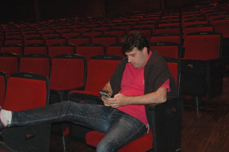 22.09.2016 - Proben: Kleine Pause für Amaury Coeytaux und Zeit nach den Mails zu sehen. (Foto: Christine Tröger)
