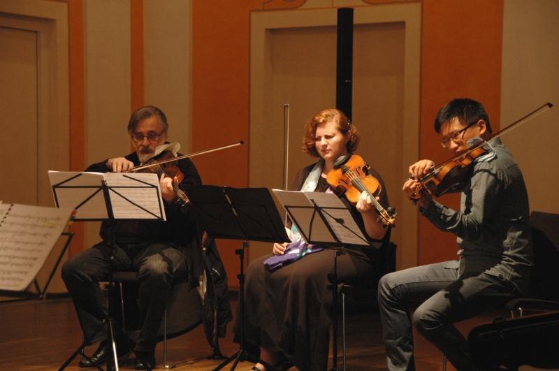 22.09.2016 - Proben: ... Vladimir Mendelssohn (Viola), Natalia Prishepenko (Violine), Dan Zhu (Violine) ... (Foto: Christine Tröger)