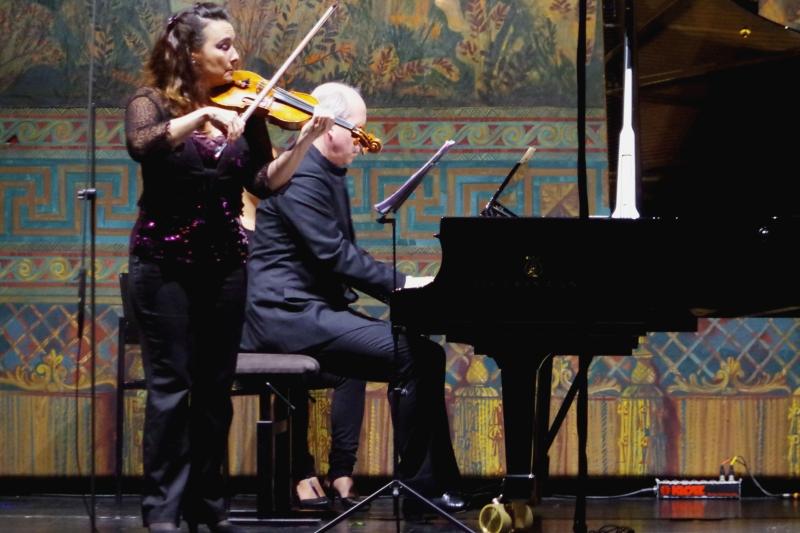 22.09.2016 - Konzert: Sehr gefühlvoll - Eszter Haffner (Violine) und Oliver Triendl (Klavier) bei »Estrellita« von Manuel Ponce. (Foto: Christine Tröger)