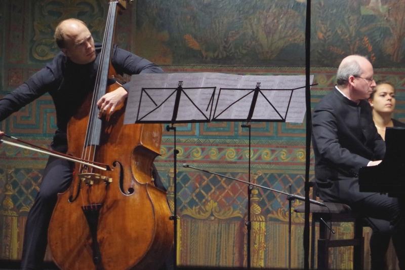 22.09.2016 - Konzert: In Aktion - Gunars Upatnieks (Kontrabass), begleitet von Oliver Triendl (Klavier) mit Matthew Tommasinis »Towards the Wall«. (Foto: Christine Tröger)