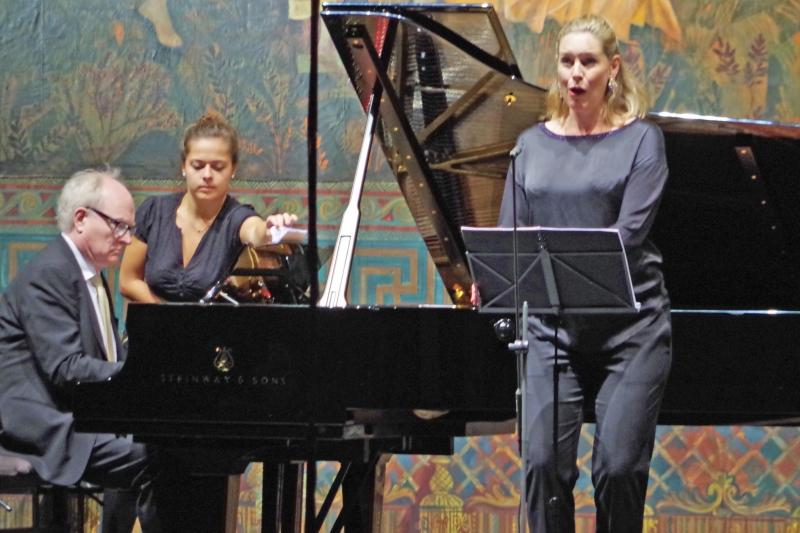 22.09.2016 - Konzert: Kammermusik mit Gesang, selten gehört, aber in Kempten möglich - an diesem Abend singt Sophie Klußmann (Sopran), begleitet von Bengt Forsberg (Klavier), Lieder von Amy Beach. (Foto: Christine Tröger)