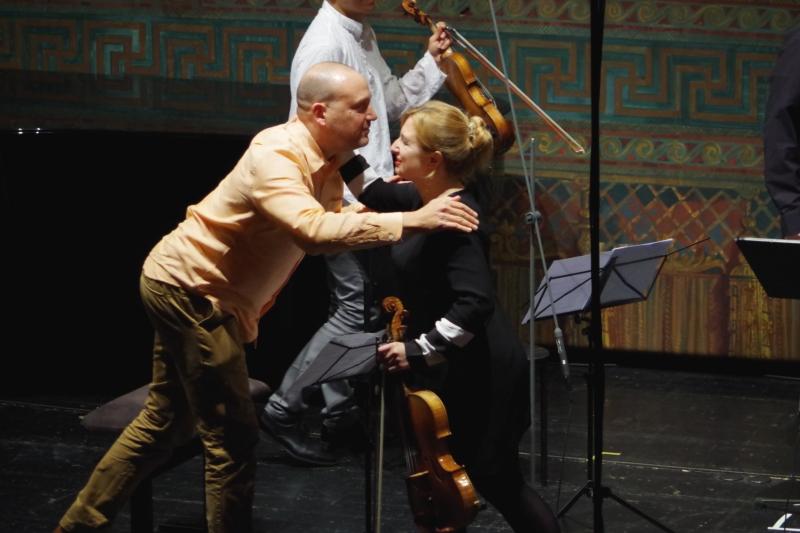 23.09.2016 - Konzert: ... und der Komponist bedankt sich überschwänglich. (Foto: Christine Tröger)