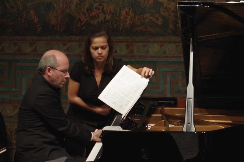 25.09.2016 - Konzert: Volle Konzentration beim Umblättern ... (Foto: Christine Tröger)