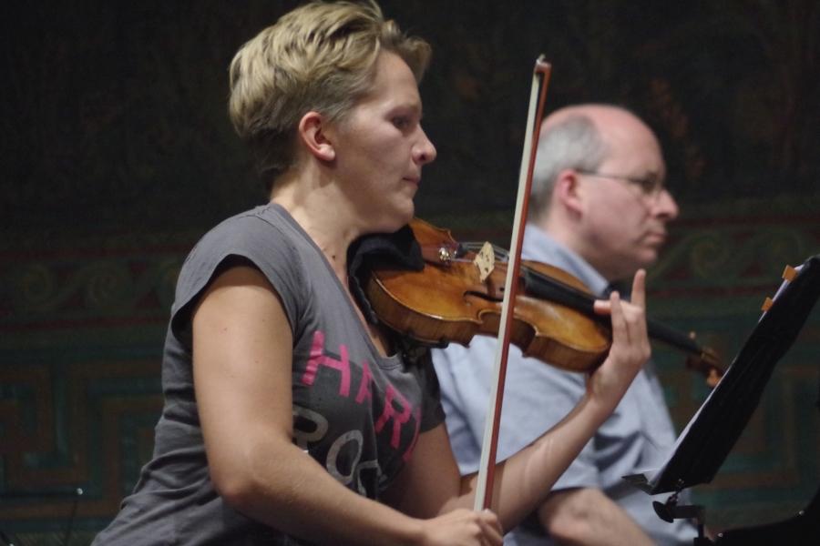 Samstag/Sonntag 23./24.09.2017 - Proben: ... die Violinistin probierts ...  (Foto: Christine Tröger)