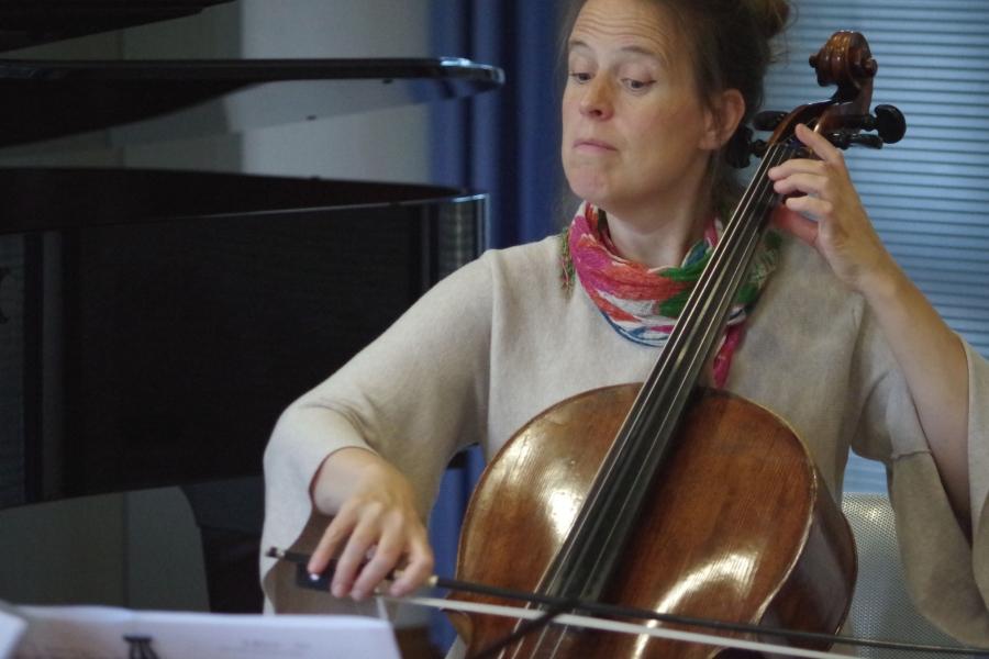 Samstag/Sonntag 23./24.09.2017 - Proben: Amy Norrington (Violoncello) - klingt gut (Foto: Christine Tröger)