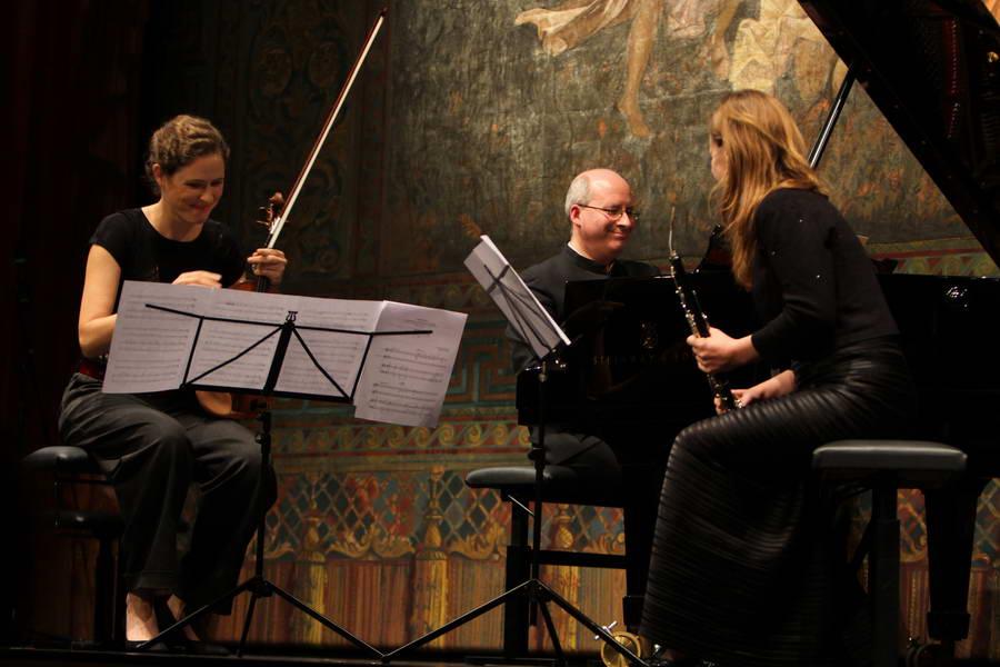Eröffnungskonzert 24.09.2017: ... und Nurit Stark (Violine) zufrieden mit der Sarabande von Isidora Žebeljan (*1967) ... (Foto: Achim Crispien)