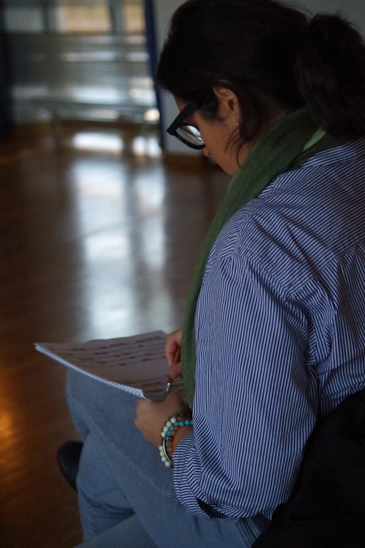 25.9.2018 – Proben: ... Achtung! Composer-in-Residence Virginia Guastella notiert alles von den Proben zu ihrem Werk ... (Foto: Christine Tröger)
