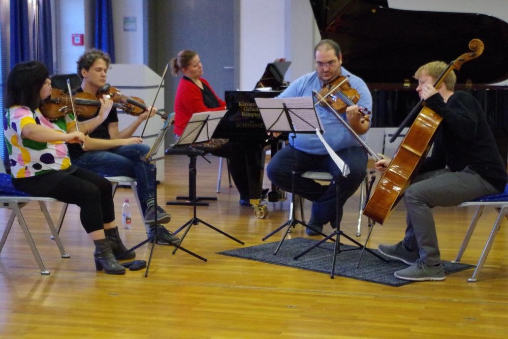 25.9.2018 – Proben: Yura Lee (Violine 1), Corey Cerovsek (Violine 2), Lauma Skride (Klavier), Joaquín Riquelme García (Viola) und Mischa Meyer (Violoncello) arbeiten an ... (Foto: Christine Tröger)