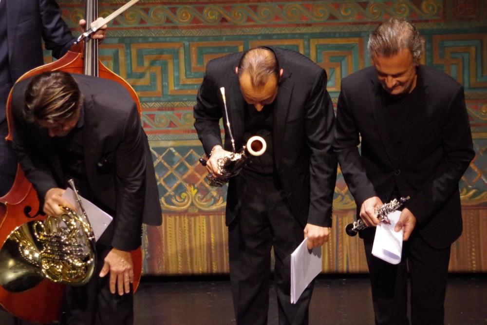 26.9.2018 – Konzert: ...  Hervé Joulain (Horn), Andrea Zucco (Fagott) und Olivier Doise (Oboe) mit Verbeugung zur Begrüßung ... (Foto: Christine Tröger)