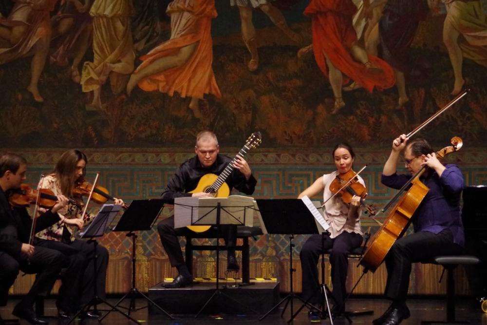 26.9.2018 – Konzert: ... Jack Liebeck (Violine 1), Nina Karmon (Violine 2), Ismo Eskelinen (Gitarre), Lise Berthaud (Viola) und Giovanni Gnocchi (Violoncello) ... (Foto: Christine Tröger)