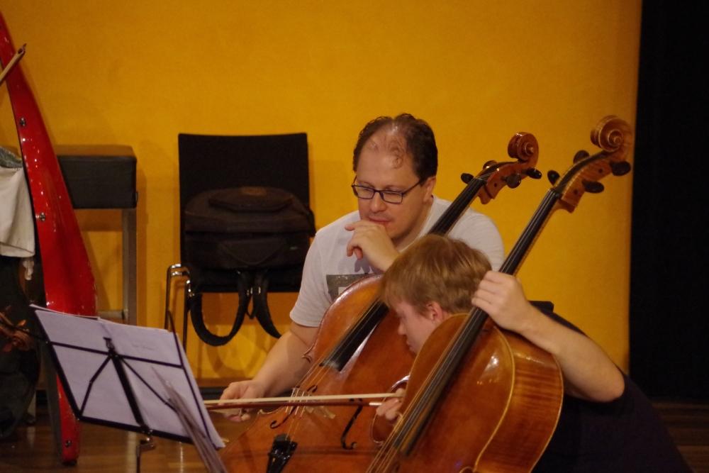26.9.2018 – Proben: ... auch Giovanni Gnocchi und Mischa Meyer suchen noch ...(Foto: Christine Tröger)