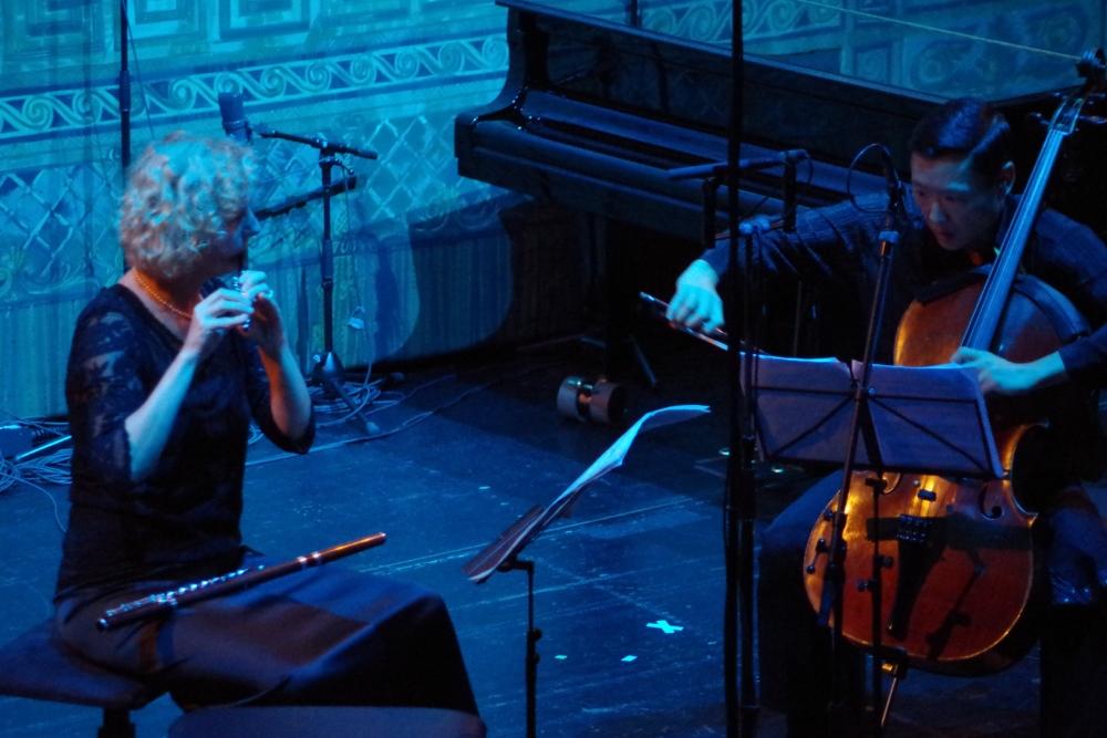 """27.9.2018 – Konzert: Im blauen Dämmerlicht das moderne Stück """"The Spirit of the Sea – In Memoria"""" aus dem Jahr 2009 von Adriano Guarnieri (*1947) ... (Foto: Christine Tröger)"""
