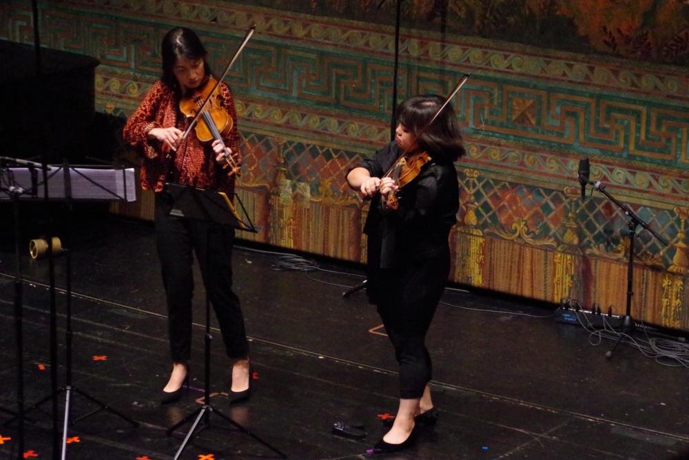 28.9.2018 – Konzert: ... fordern von den Geigerinnen Christel Lee und Yura Lee ... (Foto: Christine Tröger)