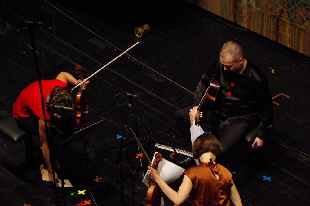 29.9.2018 – Konzert: Vorbereitungen zu Franco Donatonis (1927-2000) »About …« (1979) ... (Foto: Christine Tröger)