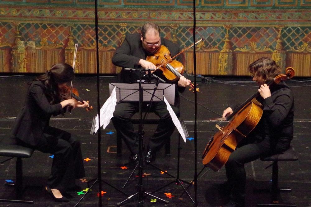 29.9.2018 – Konzert: ... neuer Musik: Ennio Morricones (*1928) »Vivo« (2001) für Streichtrio. (Foto: Christine Tröger)
