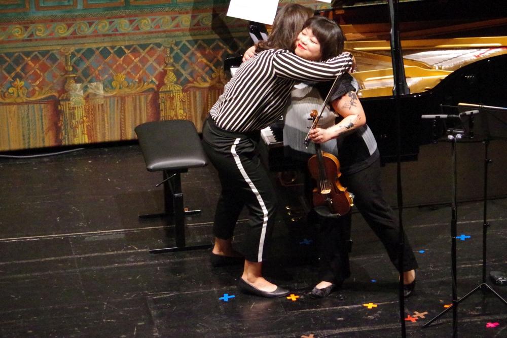 29.9.2018 – Konzert: ... mit der Komponistin selbst am Klavier und der Geigerin Yura Lee ... (Foto: Christine Tröger)