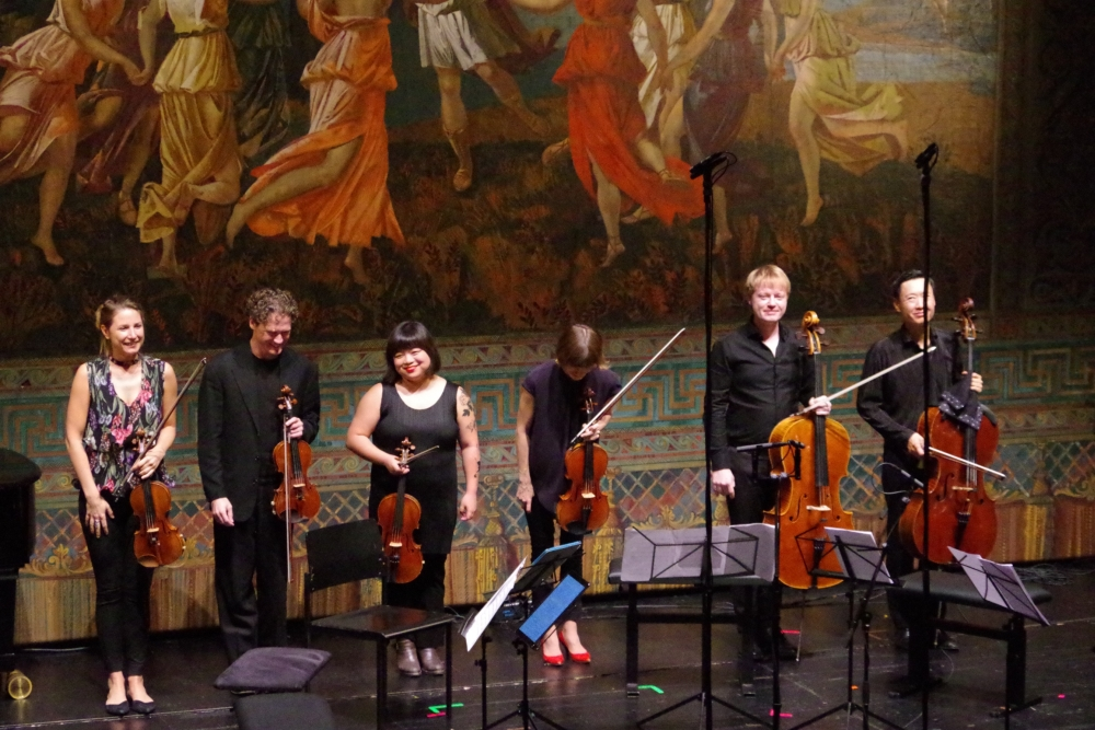 30.9.2018 – Konzert: ... Applaus für Rosanne Philippens (Violine 1), Corey Cerovsek (Violine 2), Yura Lee (Viola 1), Lilli Maijala (Viola 2), Mischa Meyer (Violoncello 1) und Trey Lee (Violoncello 2). (Foto: Christine Tröger)