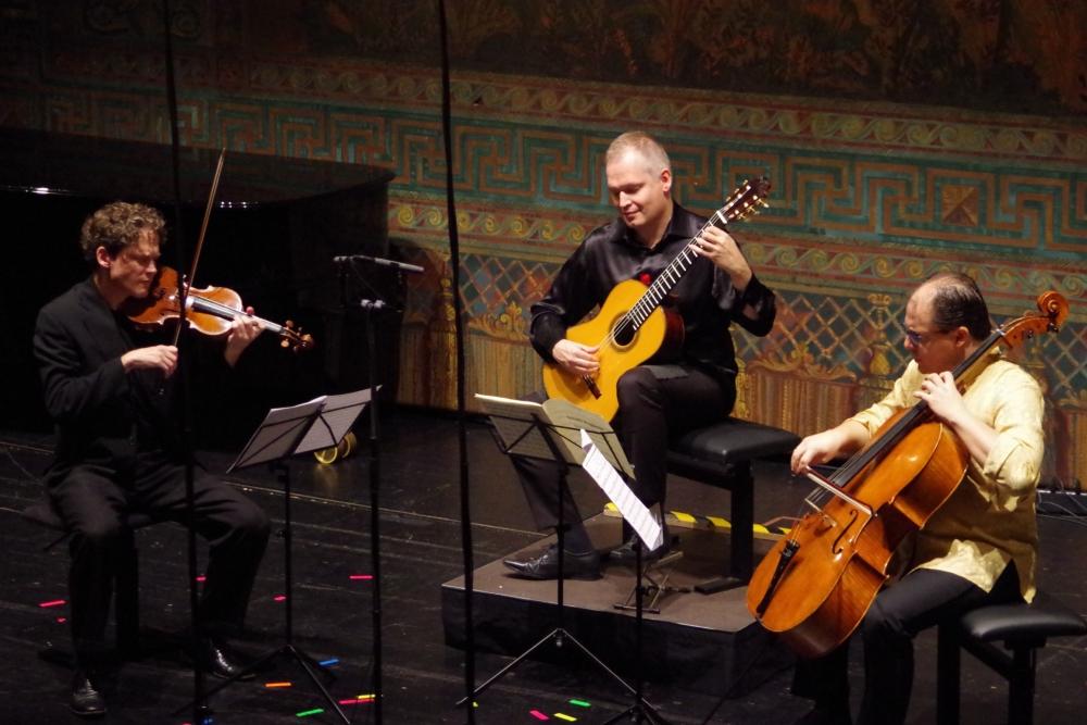 30.9.2018 – Konzert: ... Ismo Eskelinen (Gitarre), Corey Cerovsek (Violine) und Giovanni Gnocchi (Violoncello) mit ... (Foto: Christine Tröger)