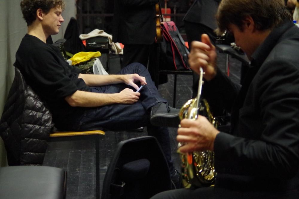 30.9.2018 – Konzert: ... entspannen sich und pflegen ihr Instrument ... (Foto: Christine Tröger)